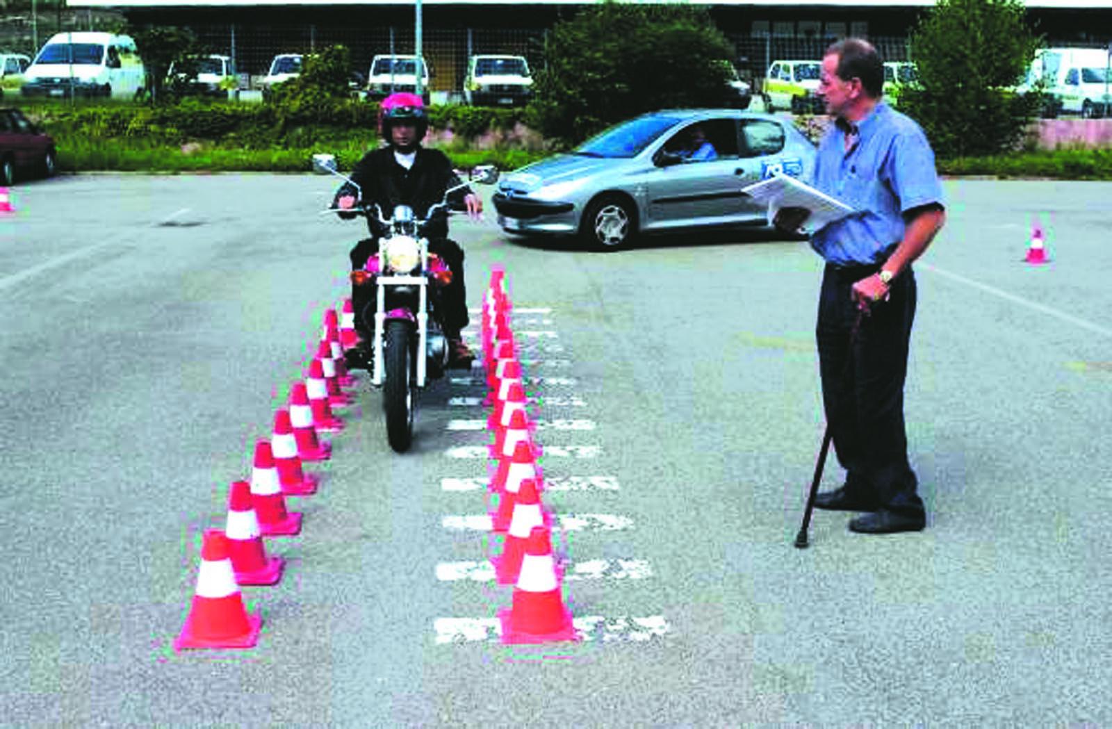 Codice della strada 2013 patente a esame pratico ecco for Scienze della comunicazione esami da sostenere