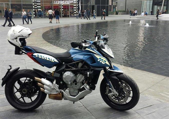 Mv agusta rivale 800 in dotazione alla polizia di milano for Fastgrip 800 prezzo