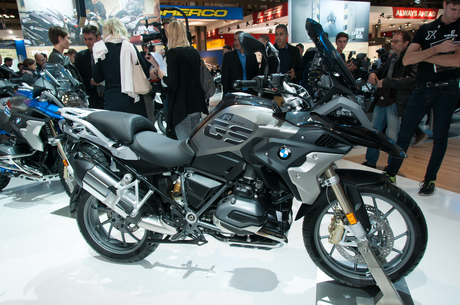 bmw r 1200 gs 2017 prezzo e commercializzazione. Black Bedroom Furniture Sets. Home Design Ideas