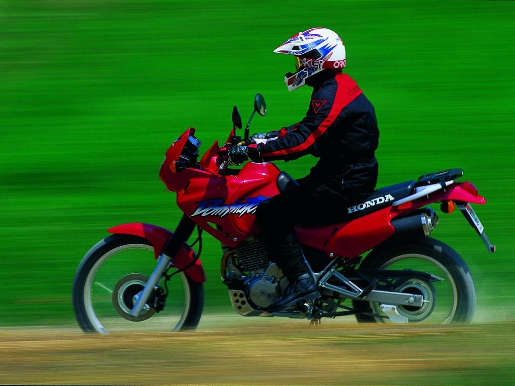 Honda Dominator L Usato Giusto Per L Estate Pregi Difetti E Cosa Controllare