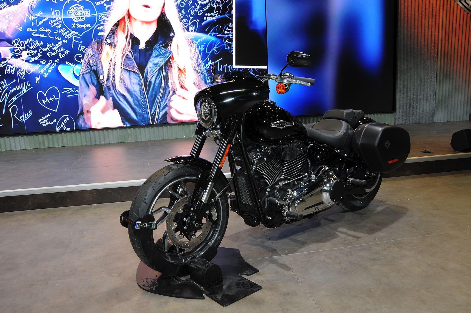 2018 Harley Davidson Road Glide >> Harley-Davidson Sport Glide, da cittadina a bagger