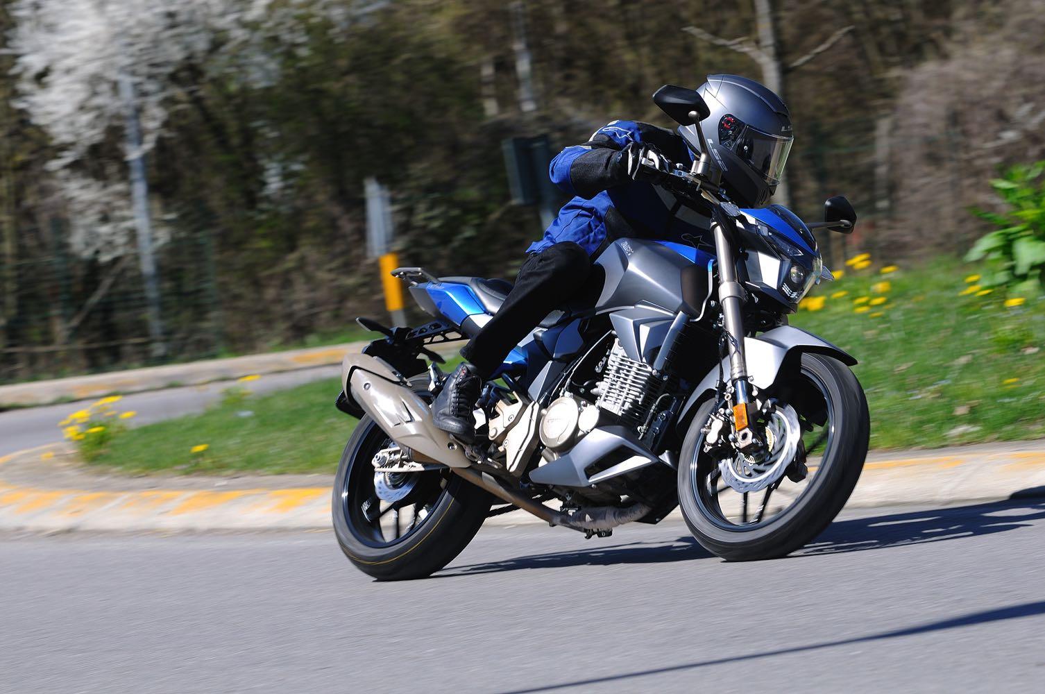 Prova Zontes ZT 250-R 2018 - InSella.it