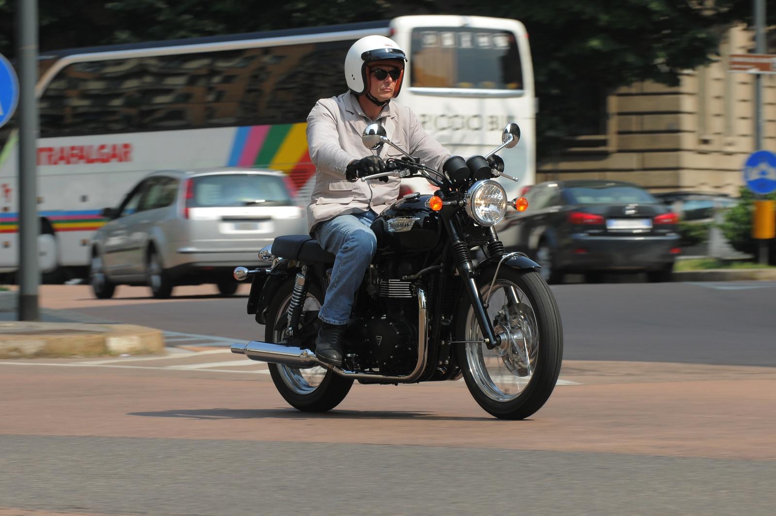 triumph bonneville 865 t100 black 2012 prezzo  scheda