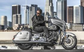 Indian Chieftain Elite, bagger super lusso verniciata a mano