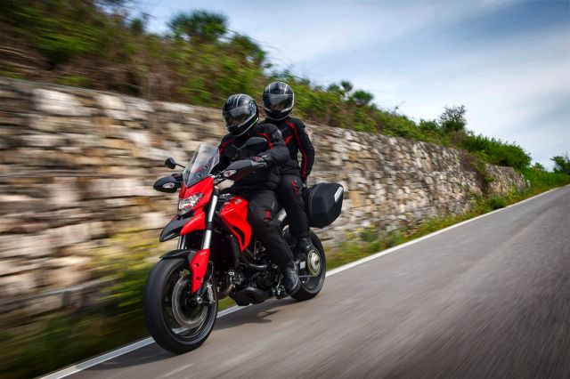Video Ducati Hyperstrada, la motard da viaggio