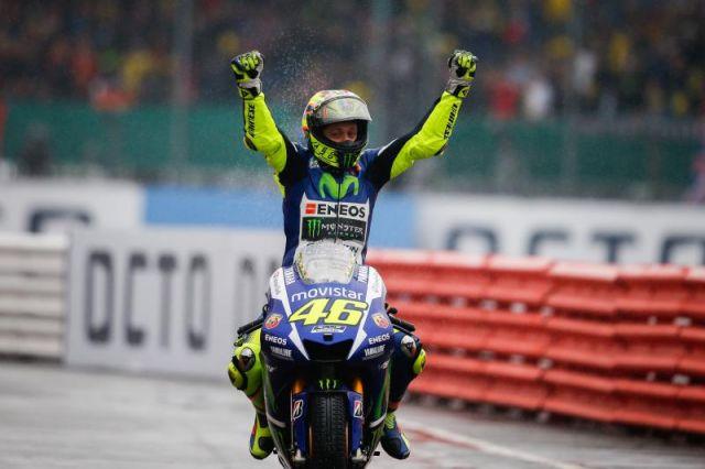 """MotoGP 2015 Silverstone, Valentino Rossi: """"La mia prima vittoria a Silverstone"""" Classifica campionato e prossima gara"""