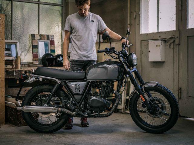 intermot 2016 brixton motorcycles bx 125 al via la distribuzione. Black Bedroom Furniture Sets. Home Design Ideas