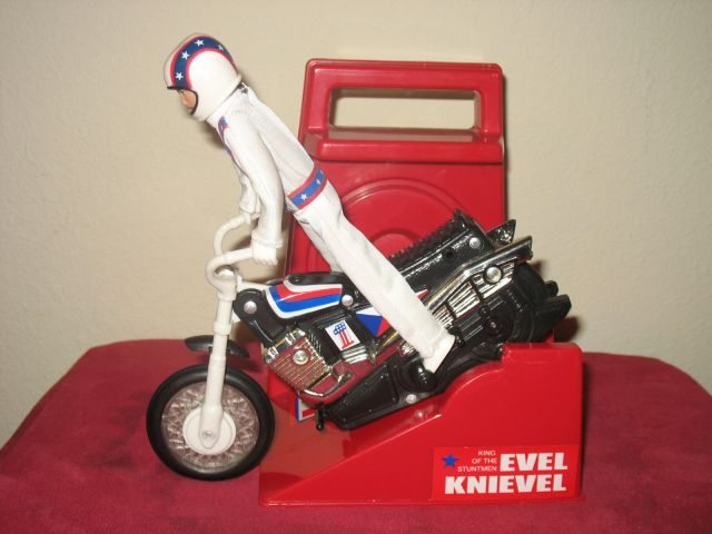Regali Di Natale Video.Regali Di Natale Senza Eta Il Pupazzo Di Evel Knievel Video