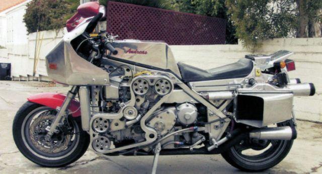 Ferrari V8 in una moto: Andreas Georgeades l'ha fatto