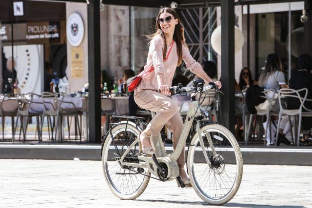 Con Piaggio Wi-Bike è Dolce Vita al Golfo Aranci