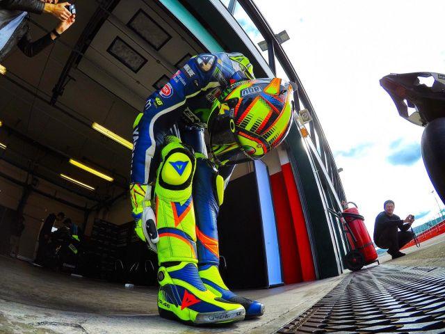 Clamoroso: rubata la radiografia della gamba di Valentino Rossi!