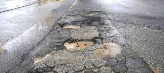 Sabbia e ghiaia sulla strada: quando l'Anas paga i danni al motociclista?