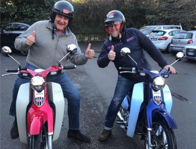 Honda Super Cub C125: Gerry Scotti è il suo primo fan -VIDEO