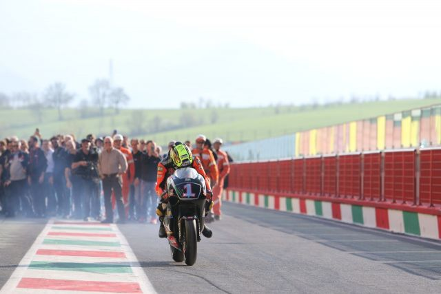 Max Biaggi, lap of honour con la RS 250