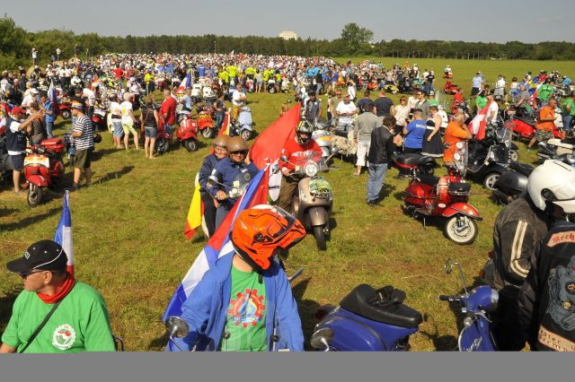 Vespa World Days 2019: in Ungheria più di 5mila vespisti