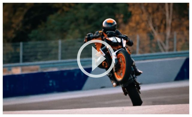 KTM Duke 890 R, eccola in azione - VIDEO