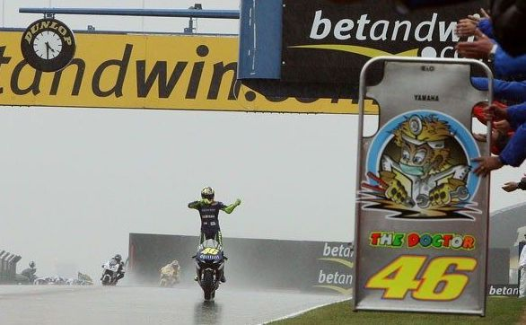MotoGP Rewind, Donington 2005: la sviolinata di Valentino sotto il diluvio