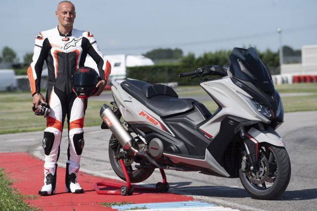 Kymco AK 550: Franco Battaini tester del kit performance Proma