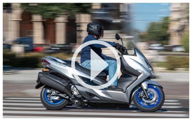 Prova Suzuki Burgman 400 my 2022, più brillante e sicuro