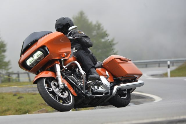 Harley-Davidson Road Glide: muscle-car a due ruote