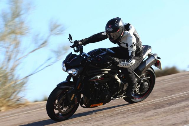 Triumph Speed Triple 1050 RS, tanti CV ben educati