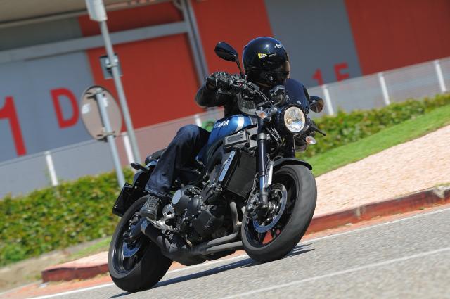 Yamaha XSR 900 ABS - Bella fuori e cattiva dentro
