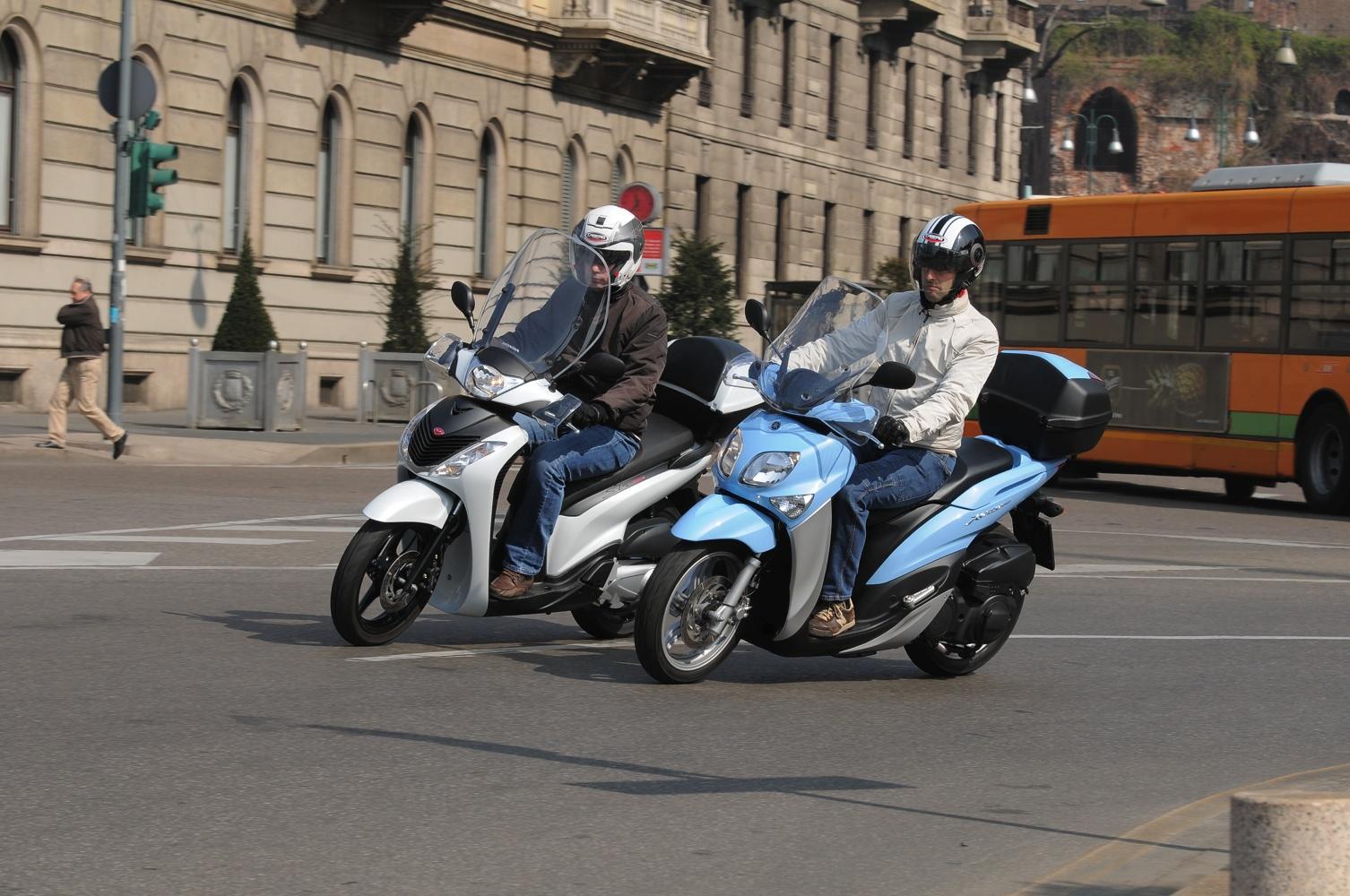 Prova Honda SH 125 e Yamaha Xenter 125, scooter da città a