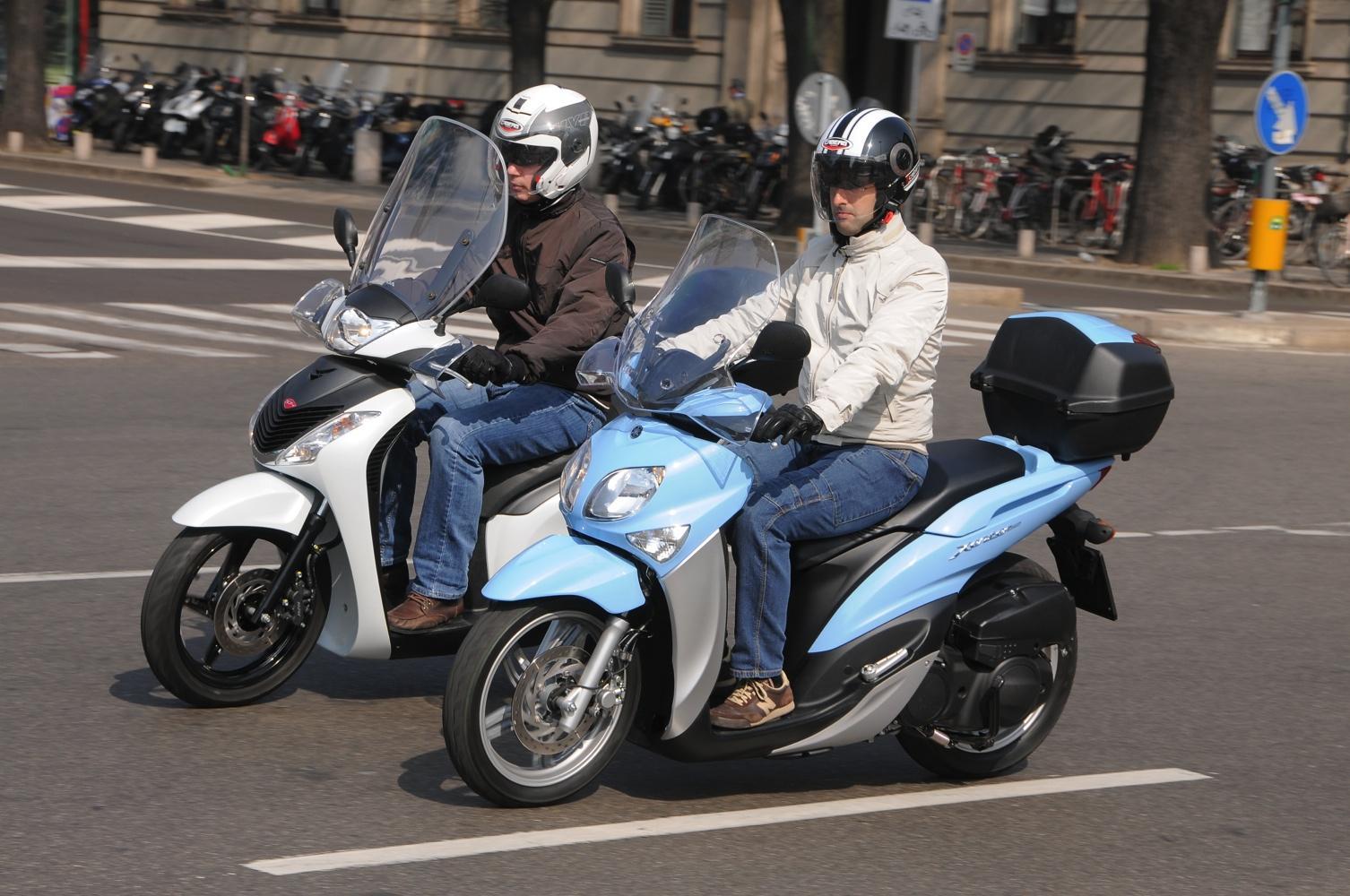 Foto Prova Honda SH 125 e Yamaha Xenter 125, scooter da