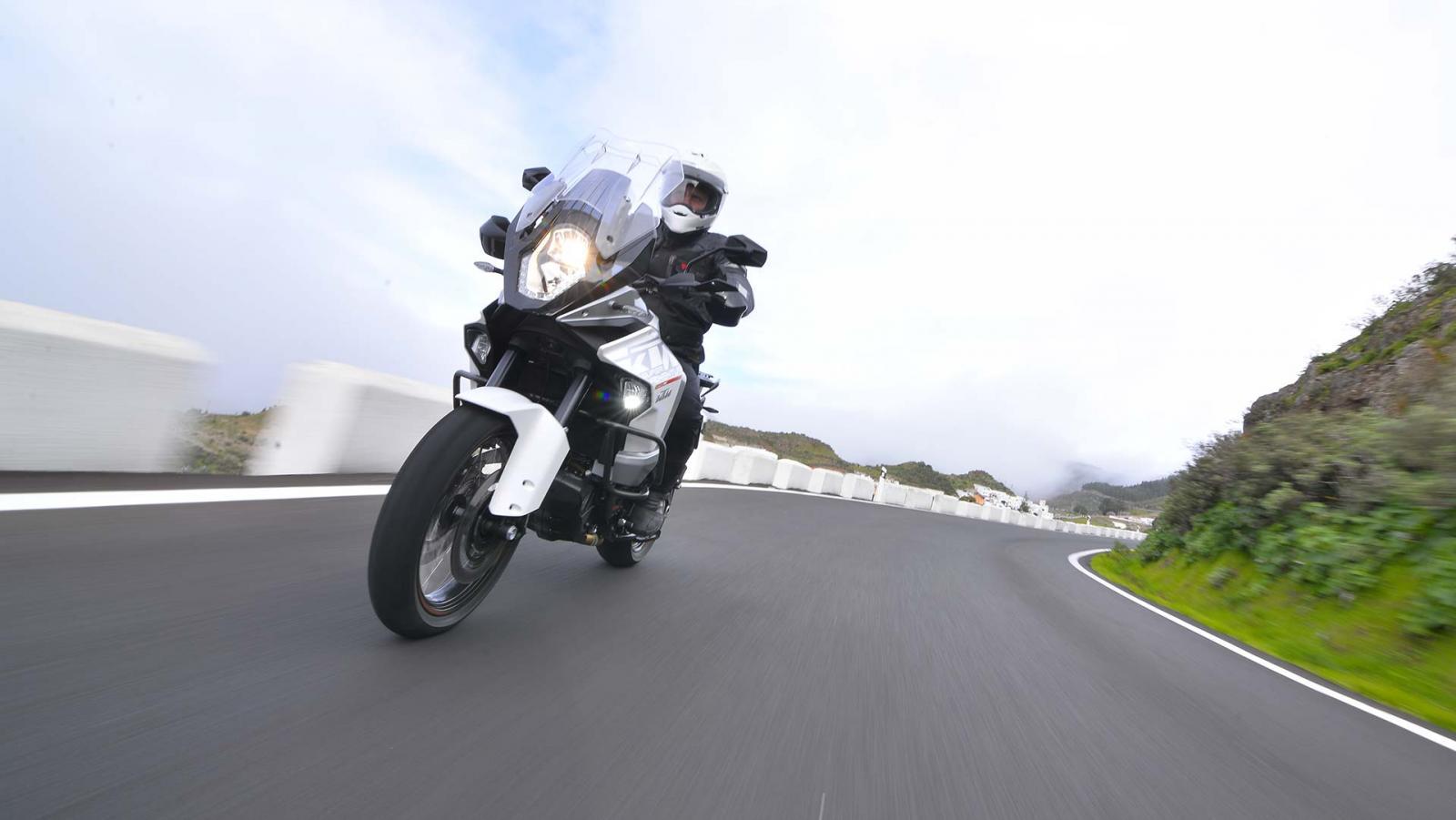 Foto KTM 1290 Super Adventure 2015 Ancora più completa
