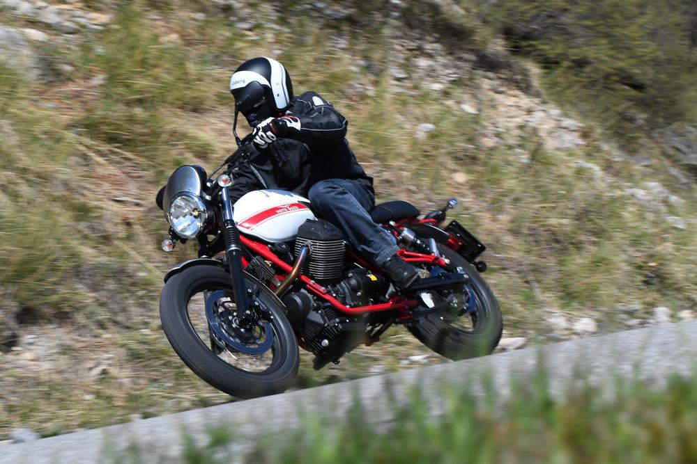 Moto Guzzi V7 II Stornello 71506 | MondoCustom.it