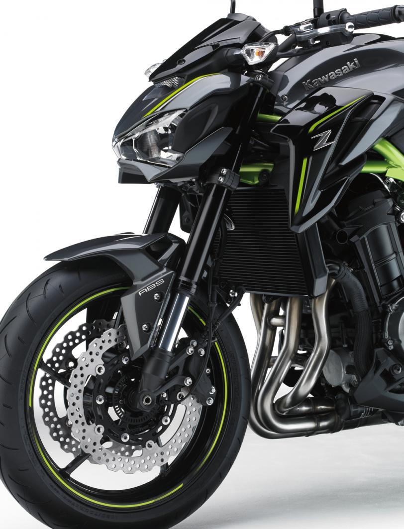 Kawasaki Z900   Naked Motorcycle   Superb Power & Handling